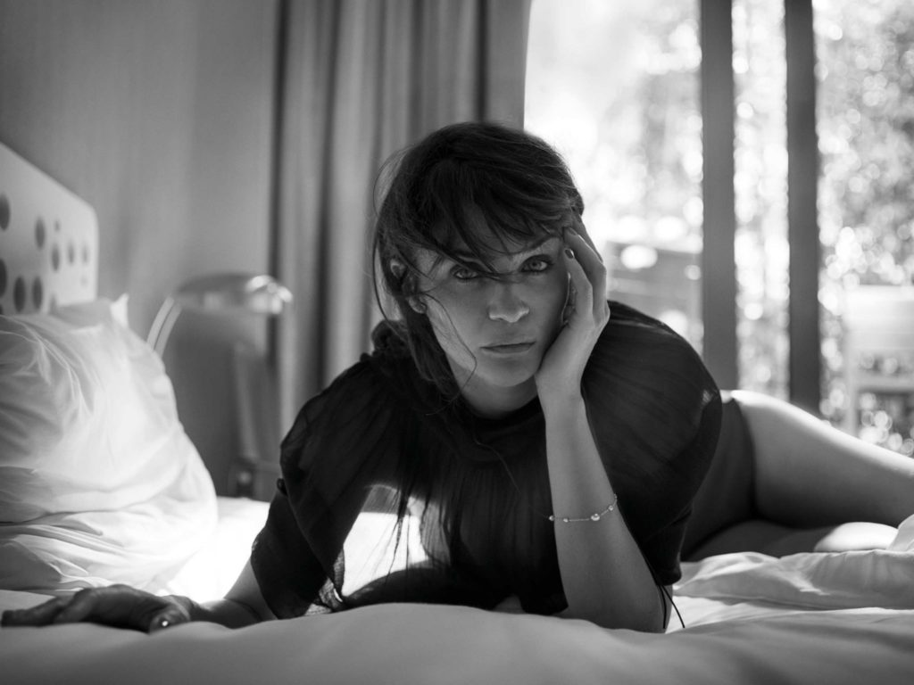 Helena Christensen Hot Bed Posing - Helena Christensen Hot Bed Posing