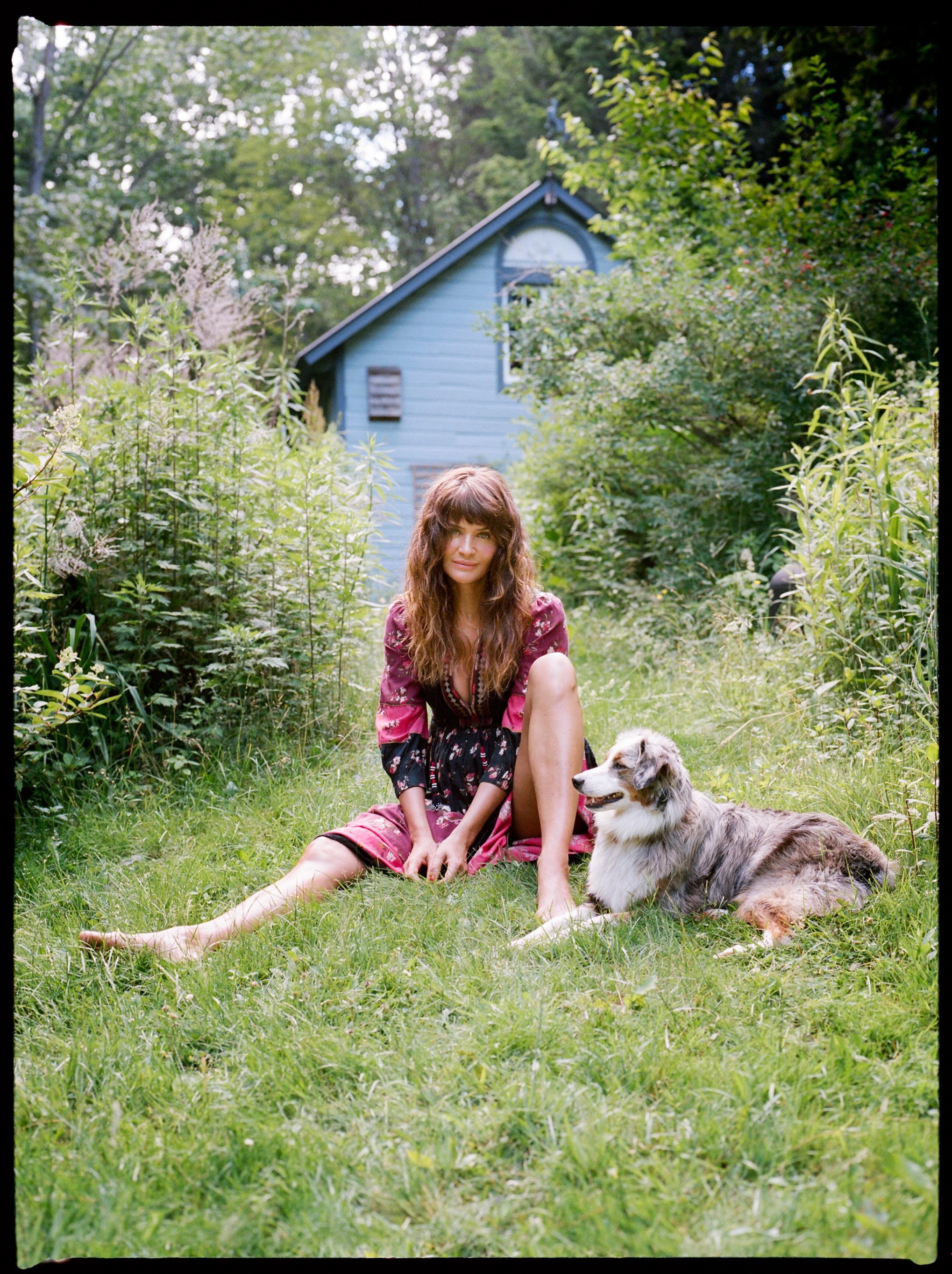 Helena Christensen Outdoors With Her Dog - Helena Christensen Outdoors With Her Dog