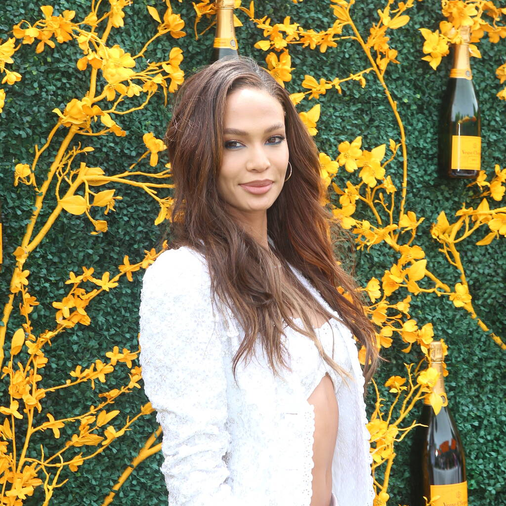 Joan Smalls Outside Pics - Joan Smalls Outside Pics