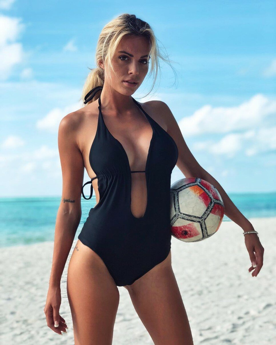 Ludovica Pagani Hot Black Swimsuit At The Beach - Ludovica Pagani Hot Black Swimsuit At The Beach