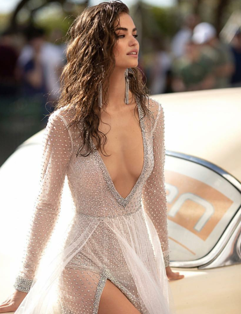 Robin Holzken Hot Deep Decollete Pics 786x1024 - Robin Holzken Hot Deep Decollete Pics