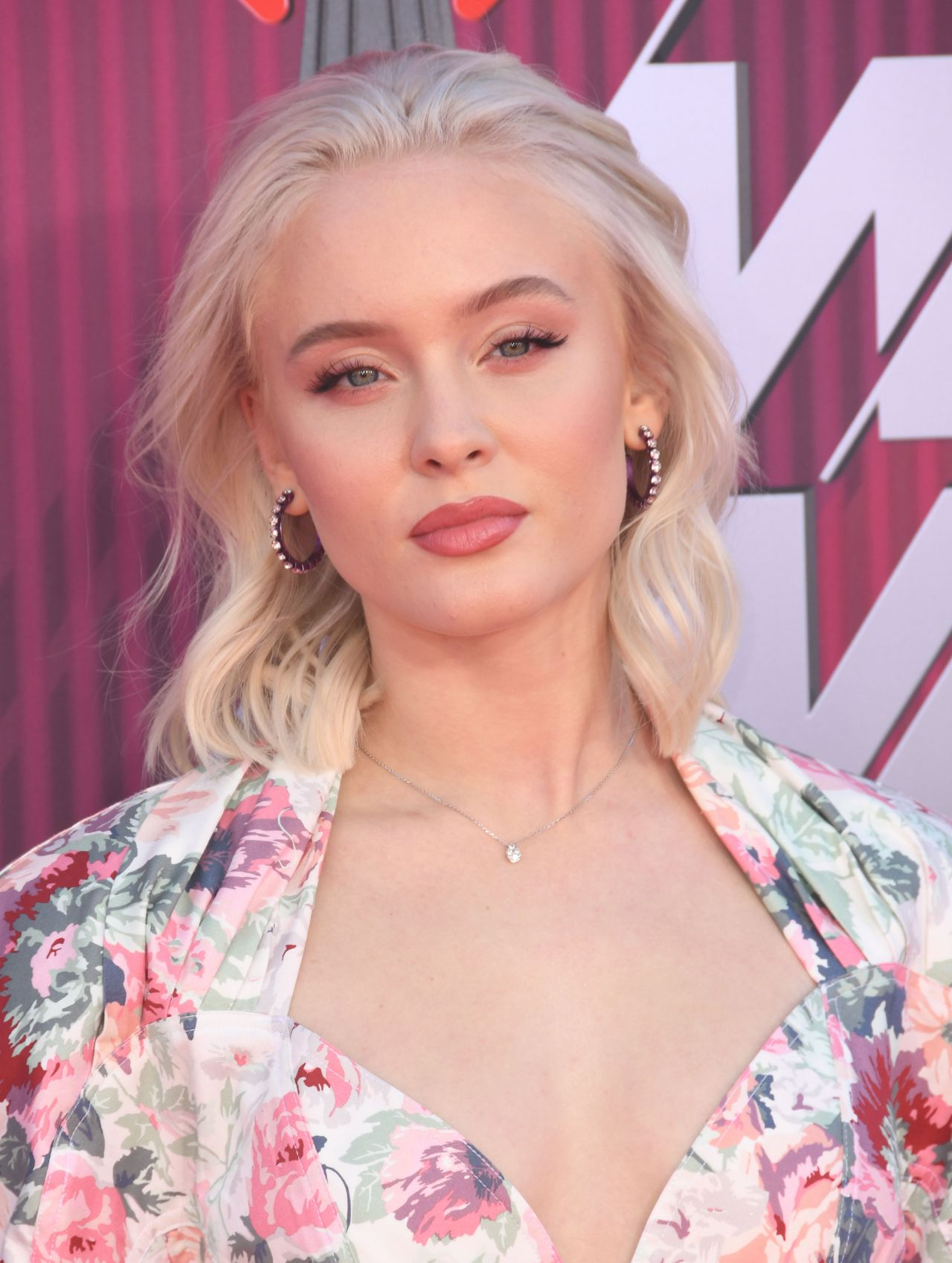 Zara Larsson Hot Makeup - Zara Larsson Hot Makeup