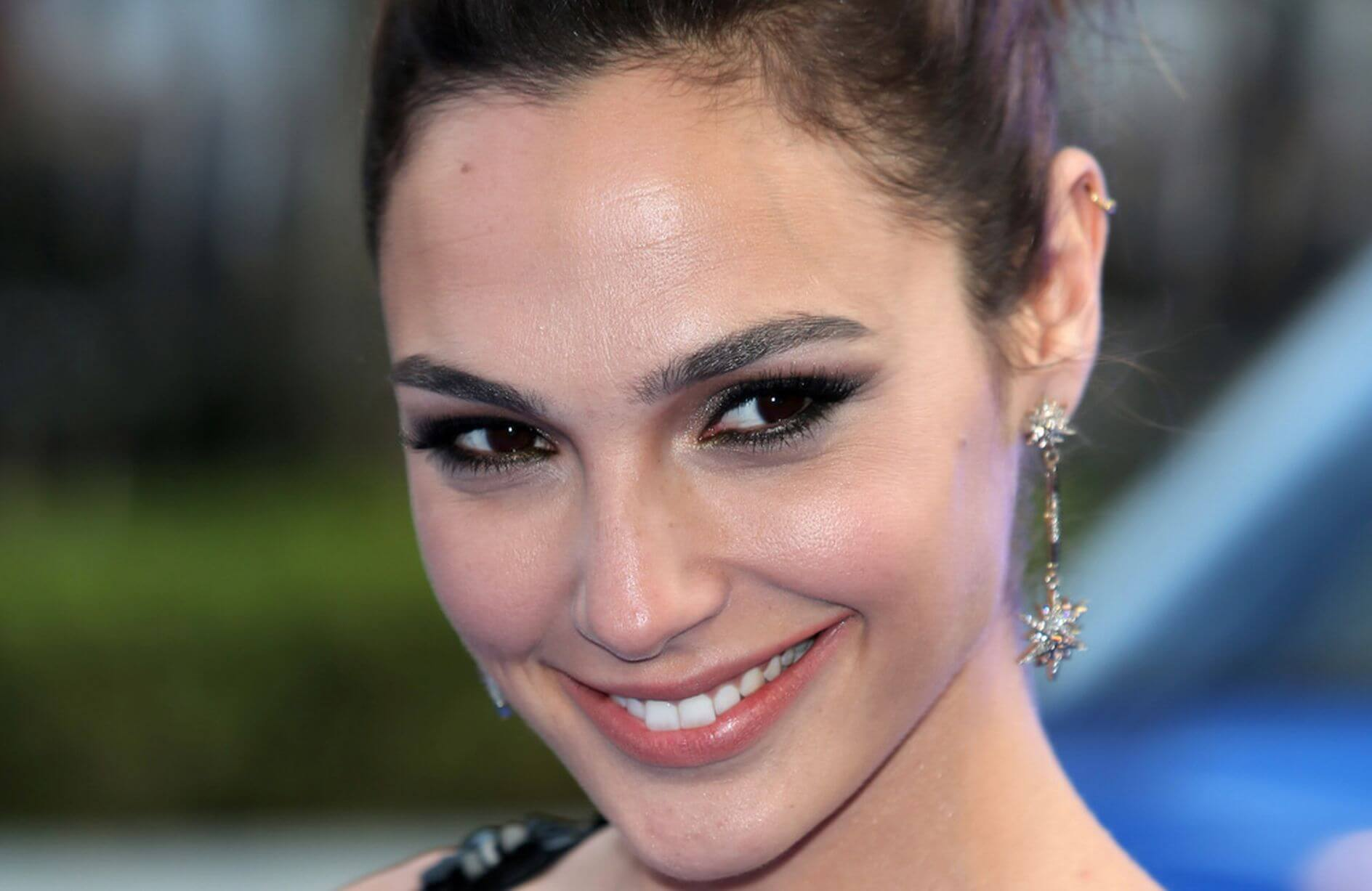 Gal Gadot Face Pics - Gal Gadot Net Worth, Pics, Wallpapers, Career and Biography