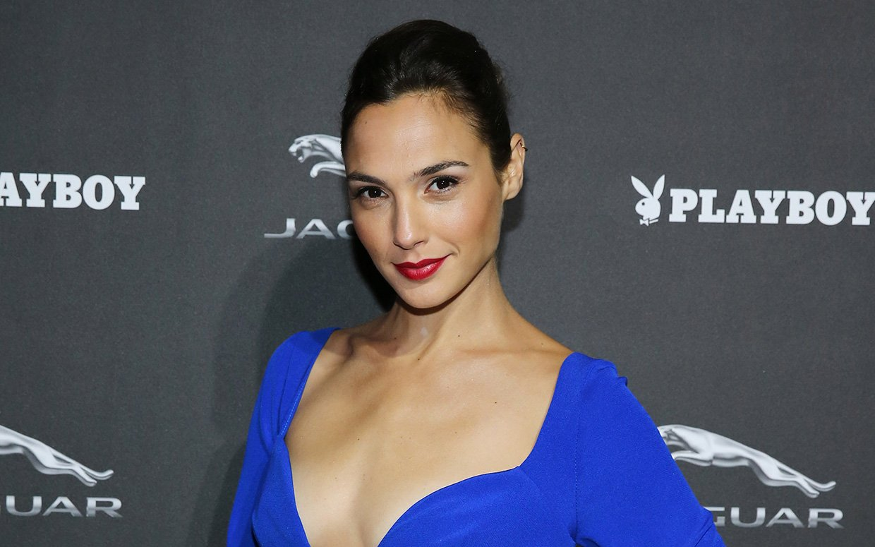 Gal Gadot Hot Decollete Blue Dress - Gal Gadot Net Worth, Pics, Wallpapers, Career and Biography