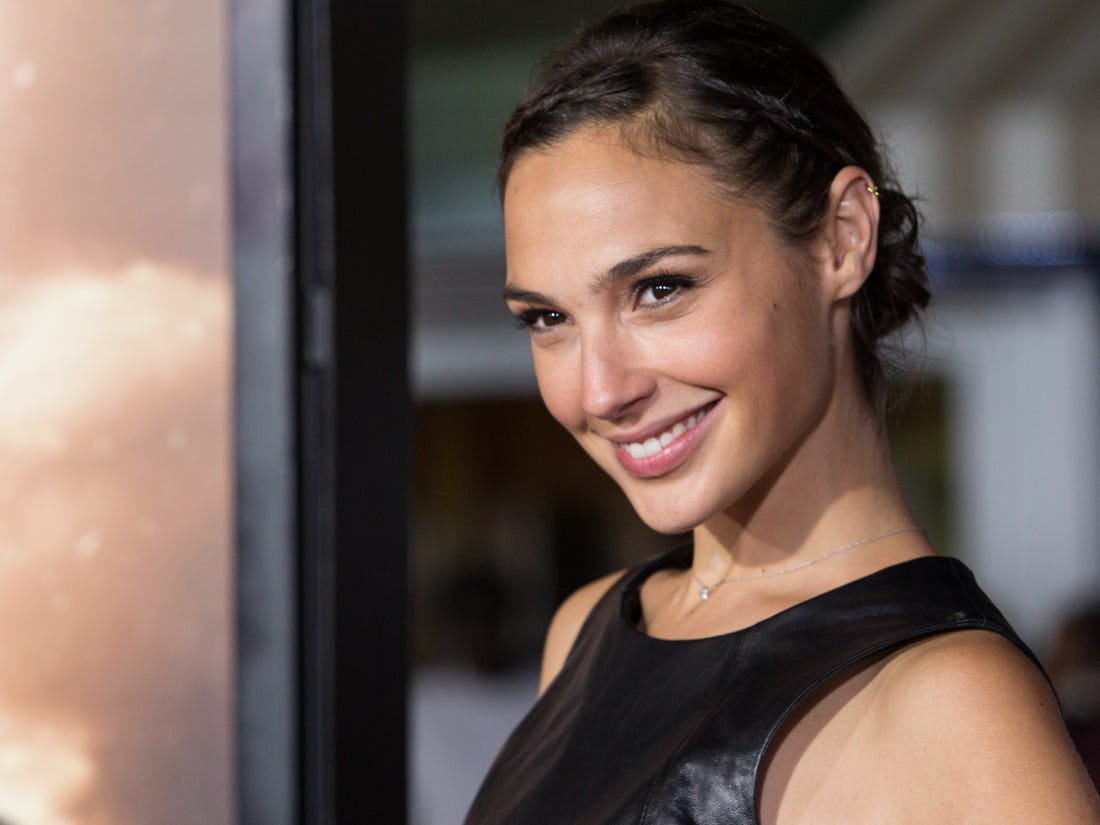 Gal Gadot Pretty Face Pics - Gal Gadot Net Worth, Pics, Wallpapers, Career and Biography