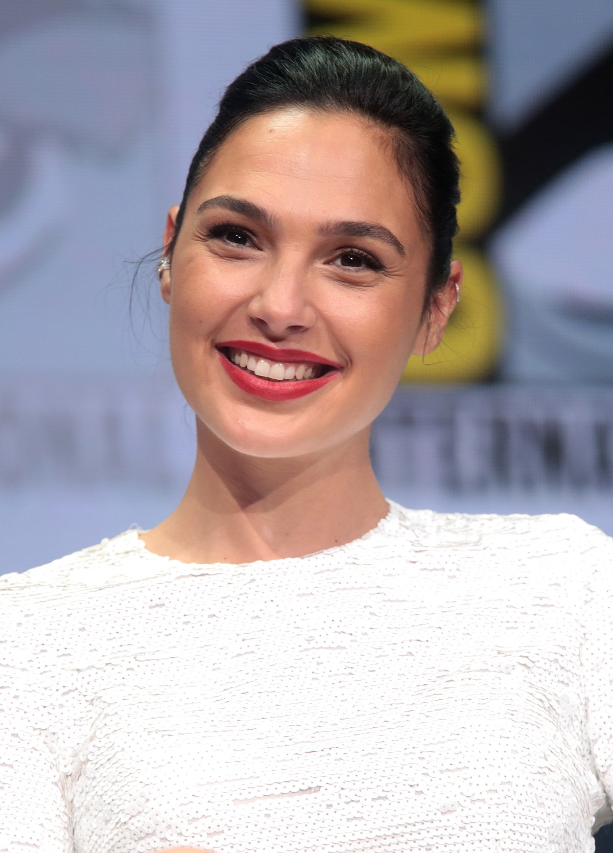 Gal Gadot Smile - Gal Gadot Net Worth, Pics, Wallpapers, Career and Biography