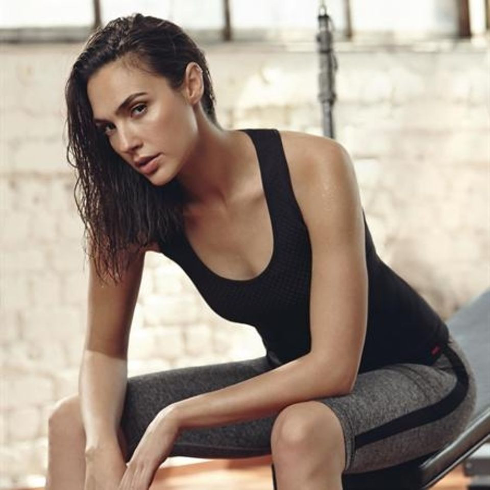 Gal Gadot Sports Tights Tanktop - Gal Gadot Net Worth, Pics, Wallpapers, Career and Biography