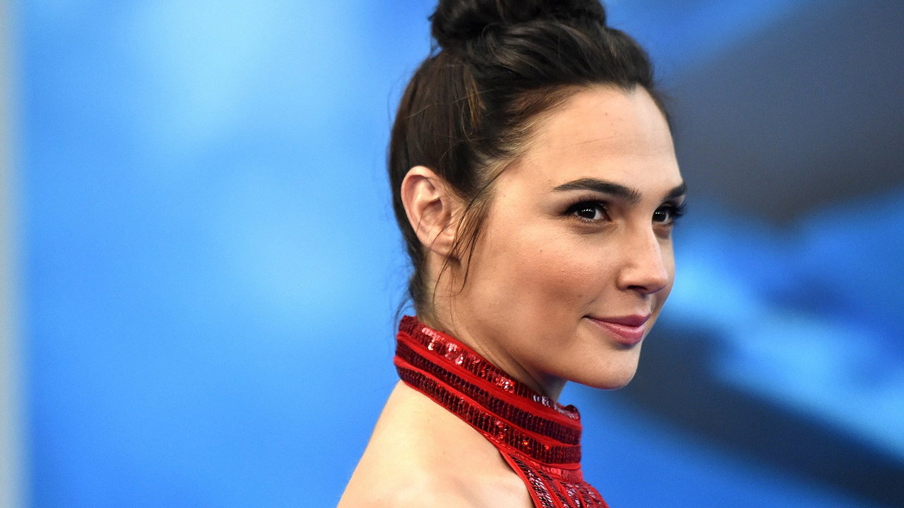 Glamour Actress Gal Gadot Wallpapers - Gal Gadot Net Worth, Pics, Wallpapers, Career and Biography