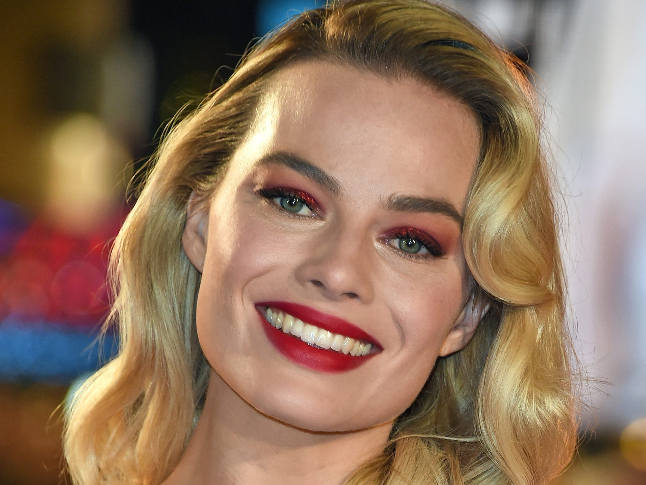 Margot Robbie Hot Red Lips scaled