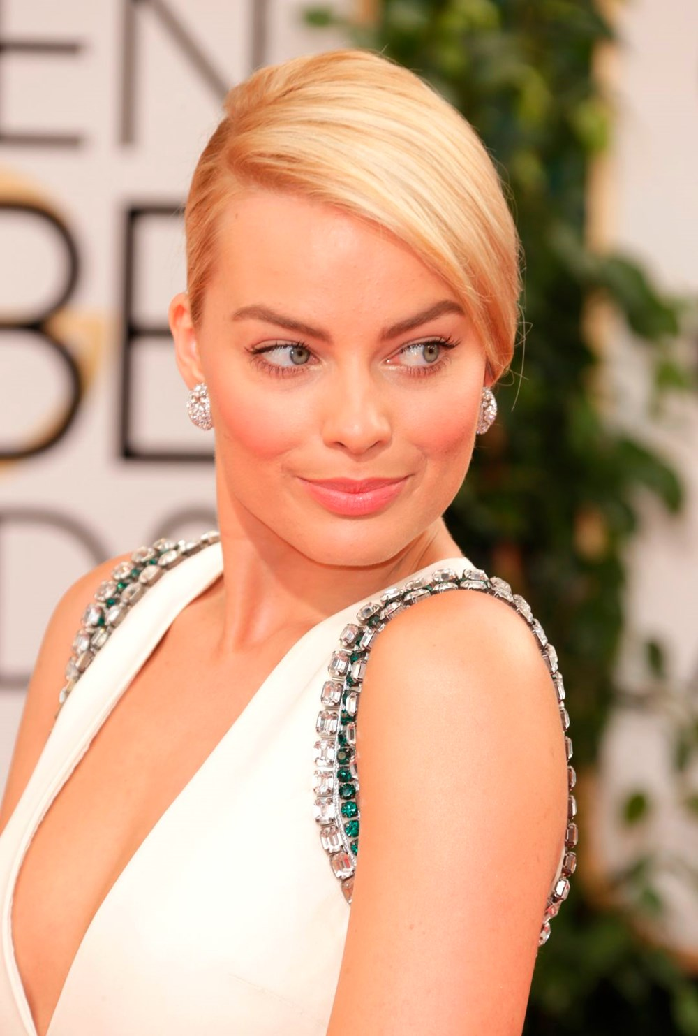 Margot Robbie Hot Revealing Dress Pose - Margot Robbie Net Worth, Pics, Wallpapers, Career and Biography