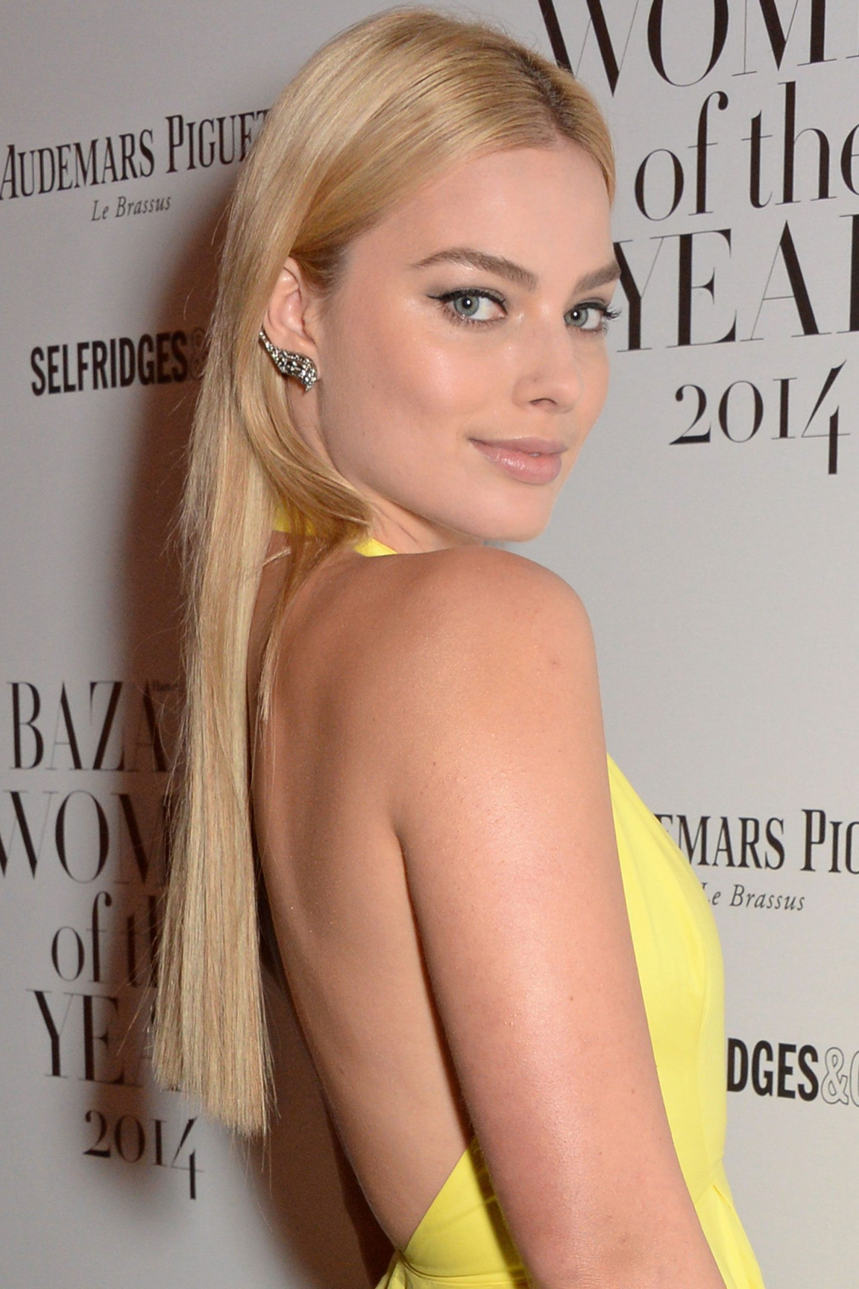 Margot Robbie Long Blonde Hair Tail scaled - Margot Robbie Net Worth, Pics, Wallpapers, Career and Biography