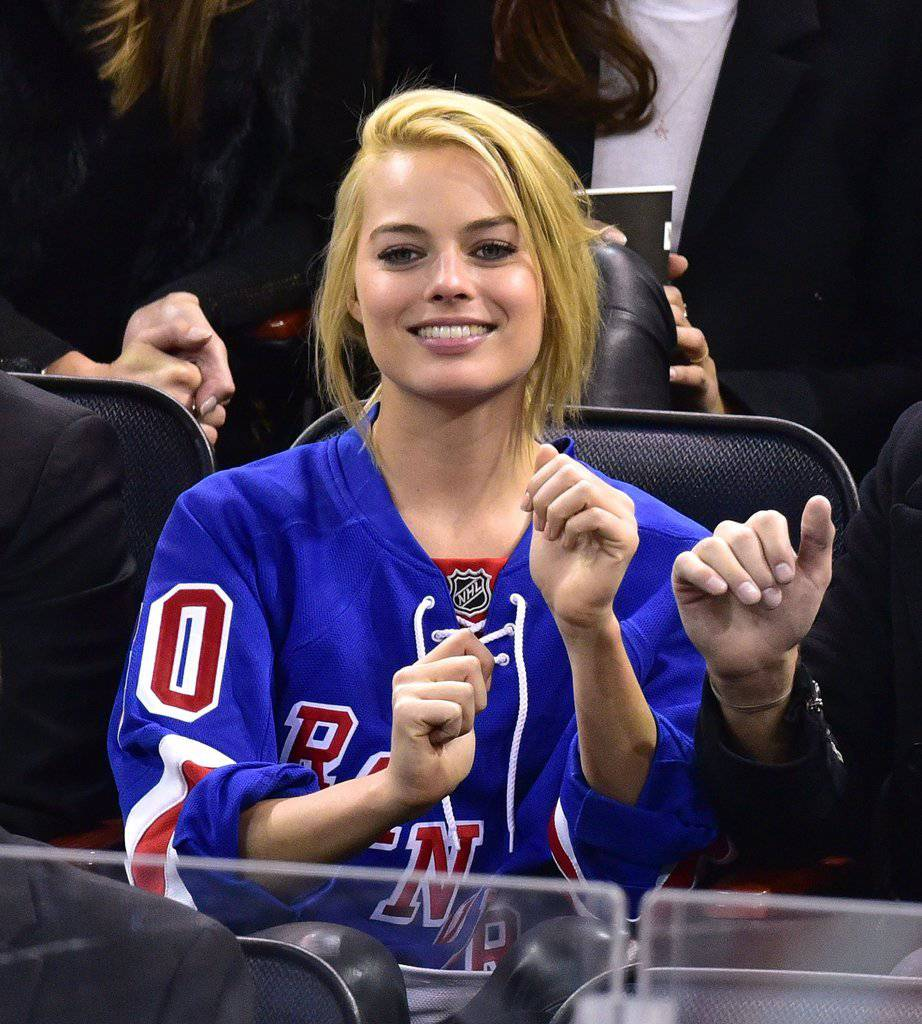 Margot Robbie Photos - Margot Robbie Net Worth, Pics, Wallpapers, Career and Biography