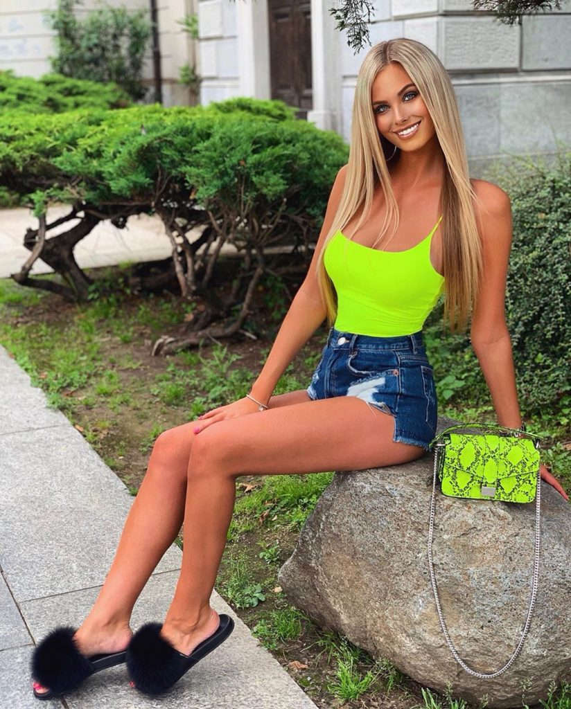 Anet Mlcakova Amazing Hot Legs Pics 824x1024 - Anet Mlcakova Net Worth, Pics, Wallpapers, Career and Biography