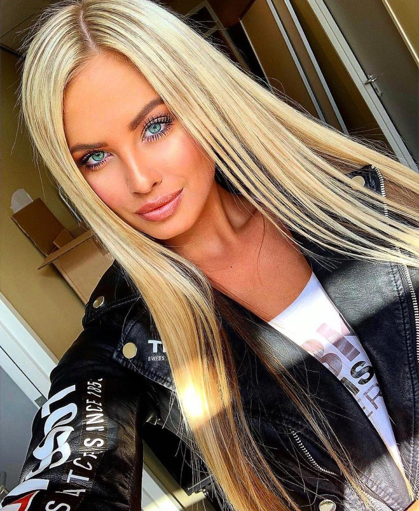 Anet Mlcakova Selfie 840x1024 - Anet Mlcakova Net Worth, Pics, Wallpapers, Career and Biography