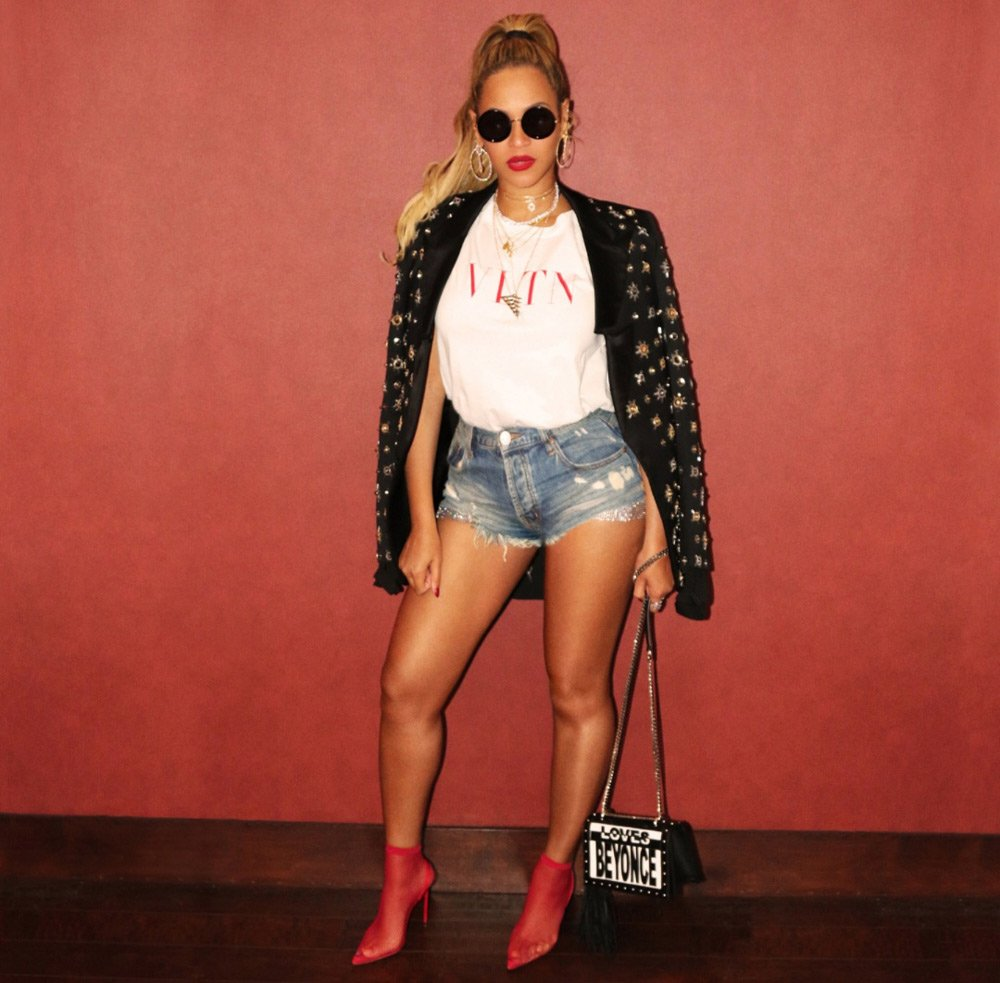 Beyonce Hot Shorts Pics - Beyonce Net Worth, Pics, Wallpapers, Career and Biography
