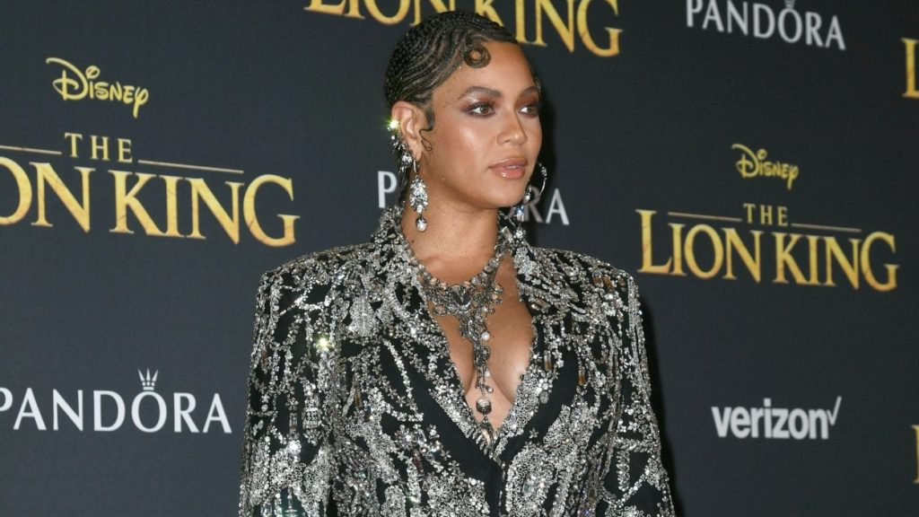 Beyonce Short Haircut 1024x576 - Beyonce Net Worth, Pics, Wallpapers, Career and Biography