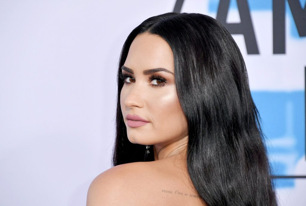 Demi Lovato Hot Look 1024x689 - Demi Lovato Net Worth, Pics, Wallpapers, Career and Biography