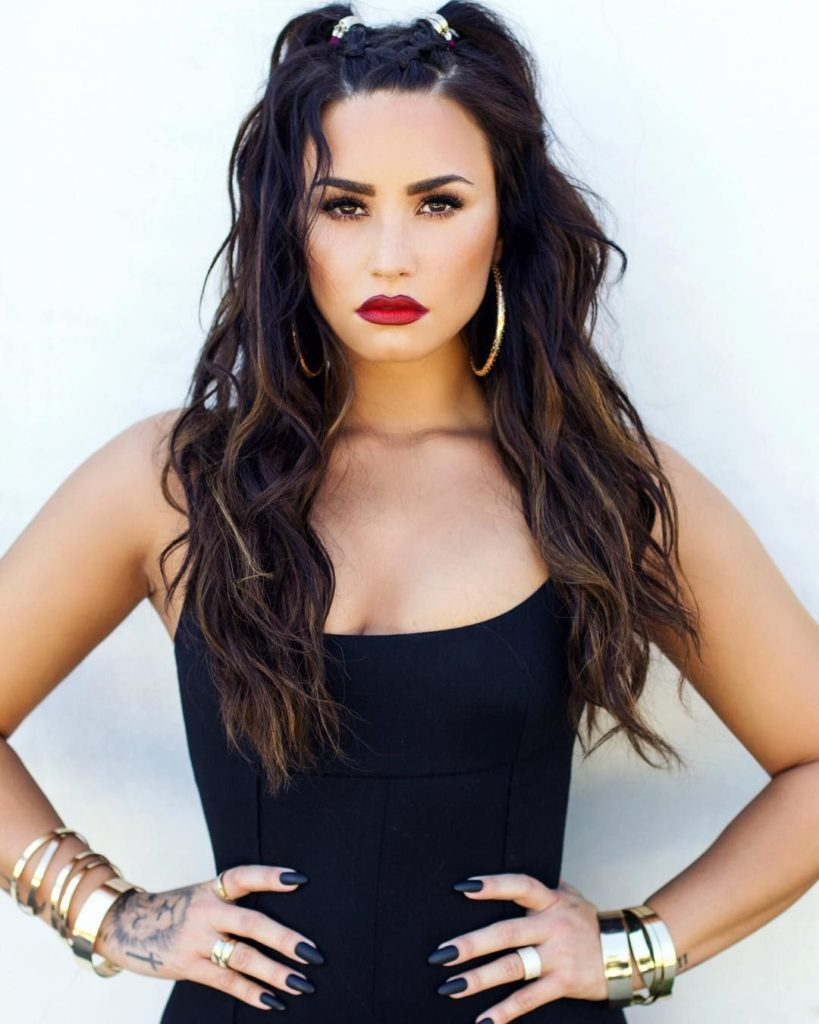 Demi Lovato Hot Red Lips Pics 819x1024 - Demi Lovato Net Worth, Pics, Wallpapers, Career and Biography