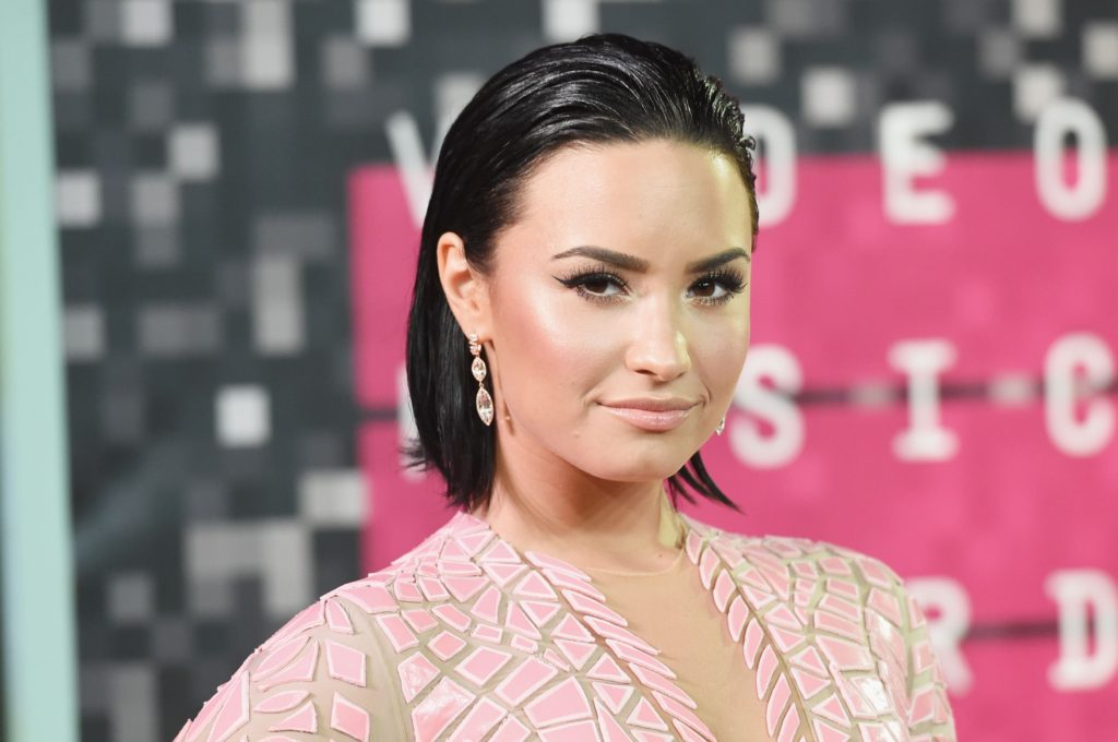 Demi Lovato Short Haircut 1024x680 - Demi Lovato Net Worth, Pics, Wallpapers, Career and Biography