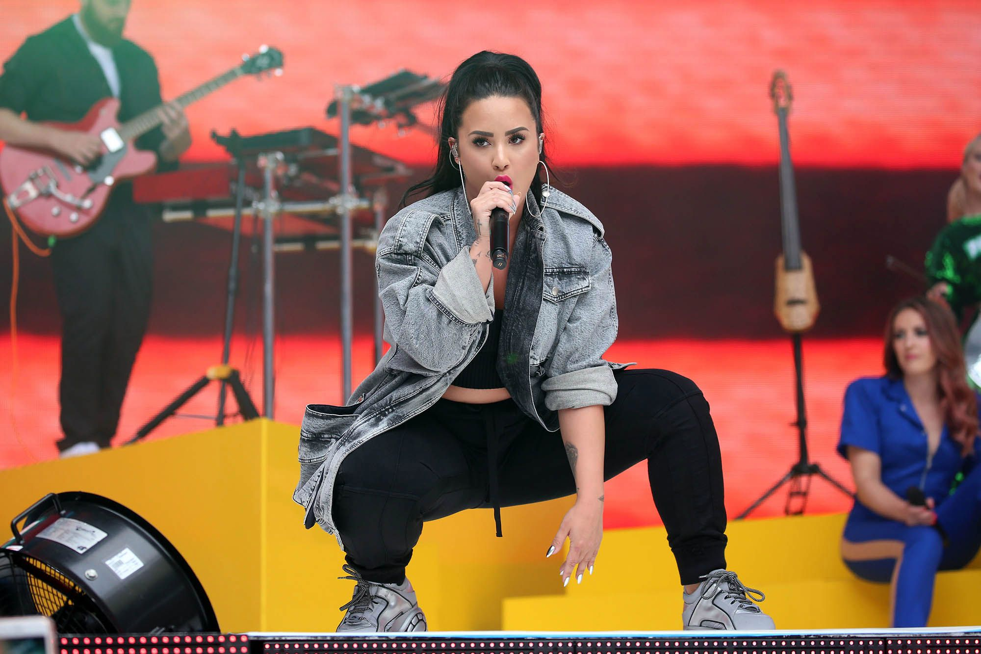 Demi Lovato Singing Wallpapers - Demi Lovato Singing Wallpapers
