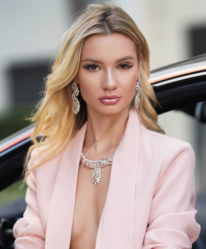Hot Alexa Collins Jewelry Modeling - Alexa Collins Net Worth, Pics, Wallpapers, Career and Biography