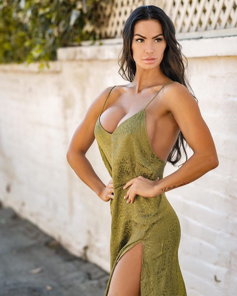 Katelyn Runck Hot Decollete Dress 819x1024 - Katelyn Runck Net Worth, Pics, Wallpapers, Career and Biography