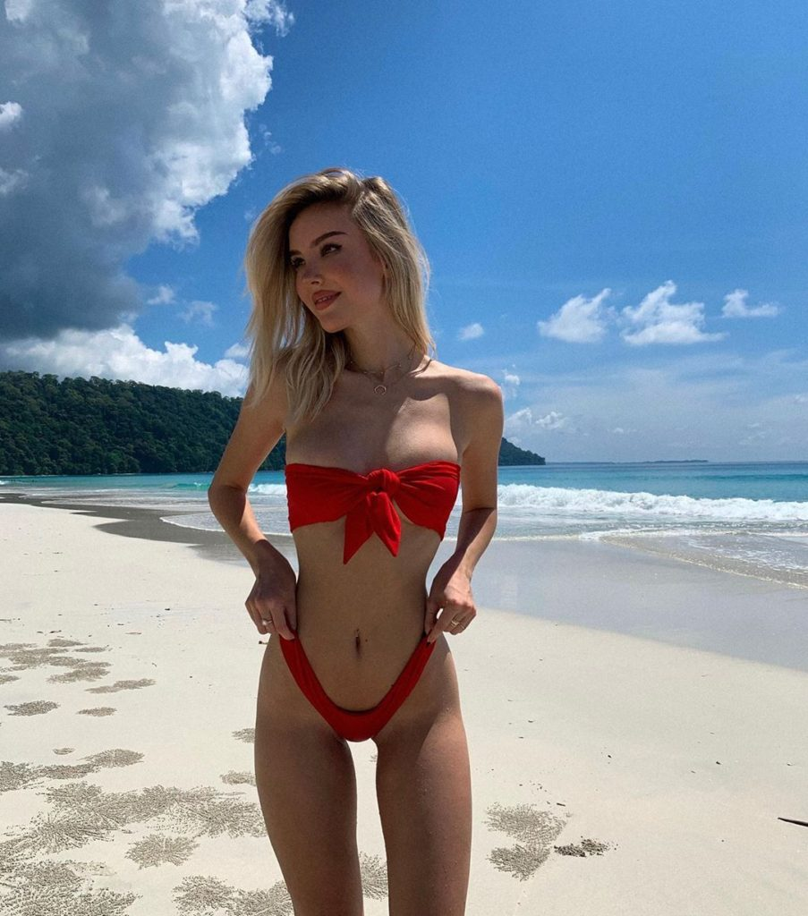 Maria Domark Hot Red Bikini Pose 903x1024 - Maria Domark Net Worth, Pics, Wallpapers, Career and Biograph