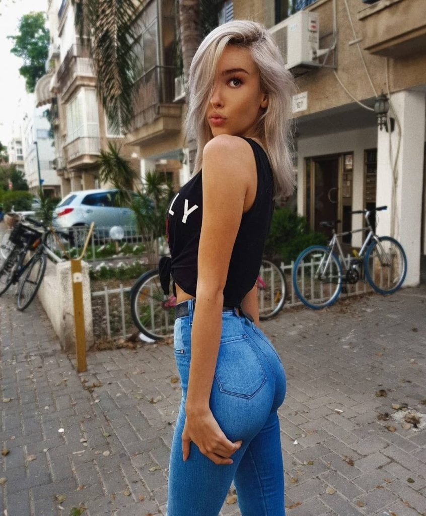 Maria Domark Jeans Pics 846x1024 - Maria Domark Net Worth, Pics, Wallpapers, Career and Biograph