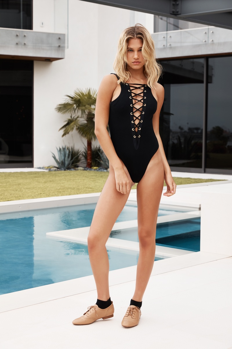Meredith Mickelson Hot Black Swimsuit By The Pool - Meredith Mickelson Hot Black Swimsuit By The Pool
