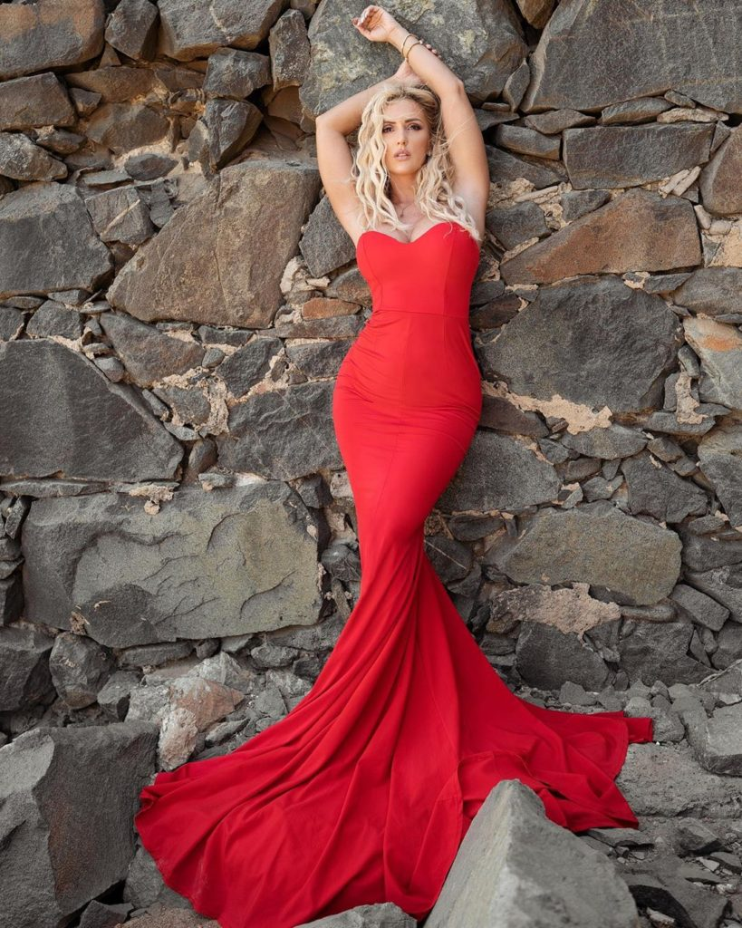 Amanda Paris Hot Red Dress Modeling 819x1024 - Amanda Paris Net Worth, Pics, Wallpapers, Career and Biography