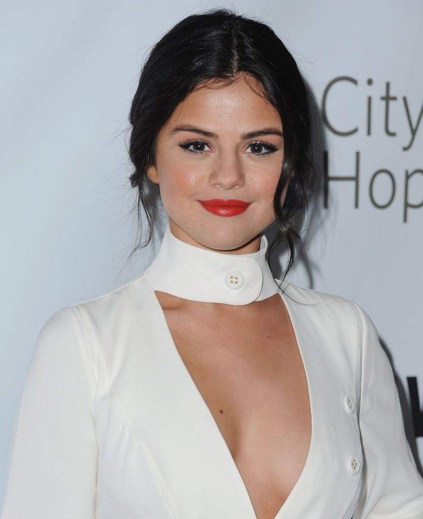 Selena Gomez Deep Revealing Hot Dress 833x1024 - Selena Gomez Deep Revealing Hot Dress