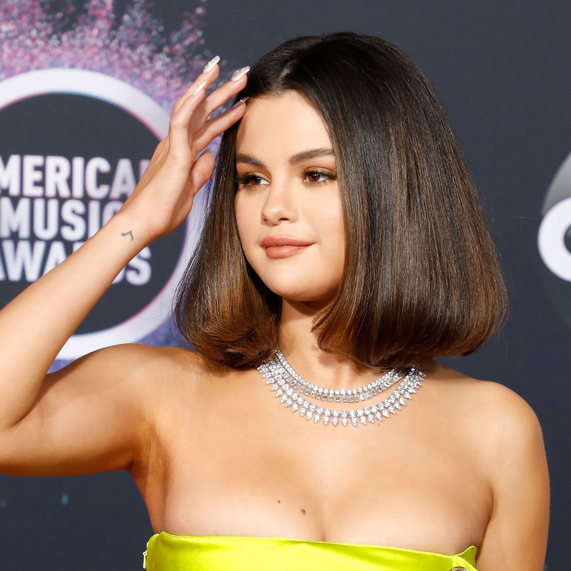 Selena Gomez Hot Decollete - Selena Gomez Hot Decollete
