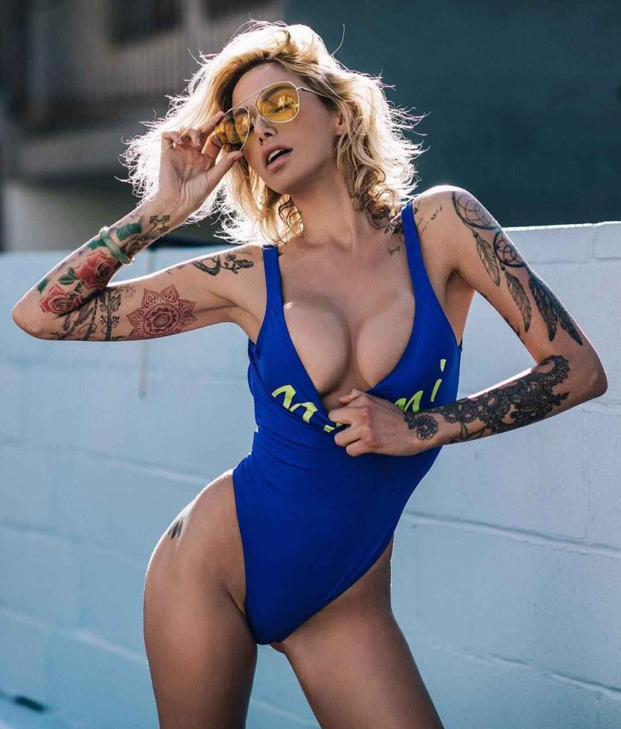 Tina Louise Hot Swimsuit Pics 872x1024 - Tina Louise Net Worth, Pics, Wallpapers, Career and Biography