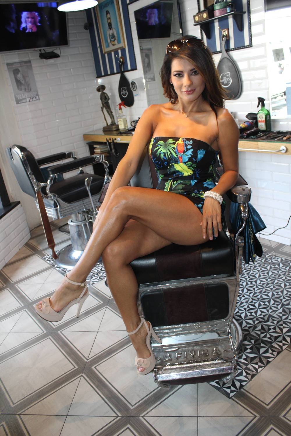 Vivi Castrillon Amazing Hot Legs - Vivi Castrillon Amazing Hot Legs