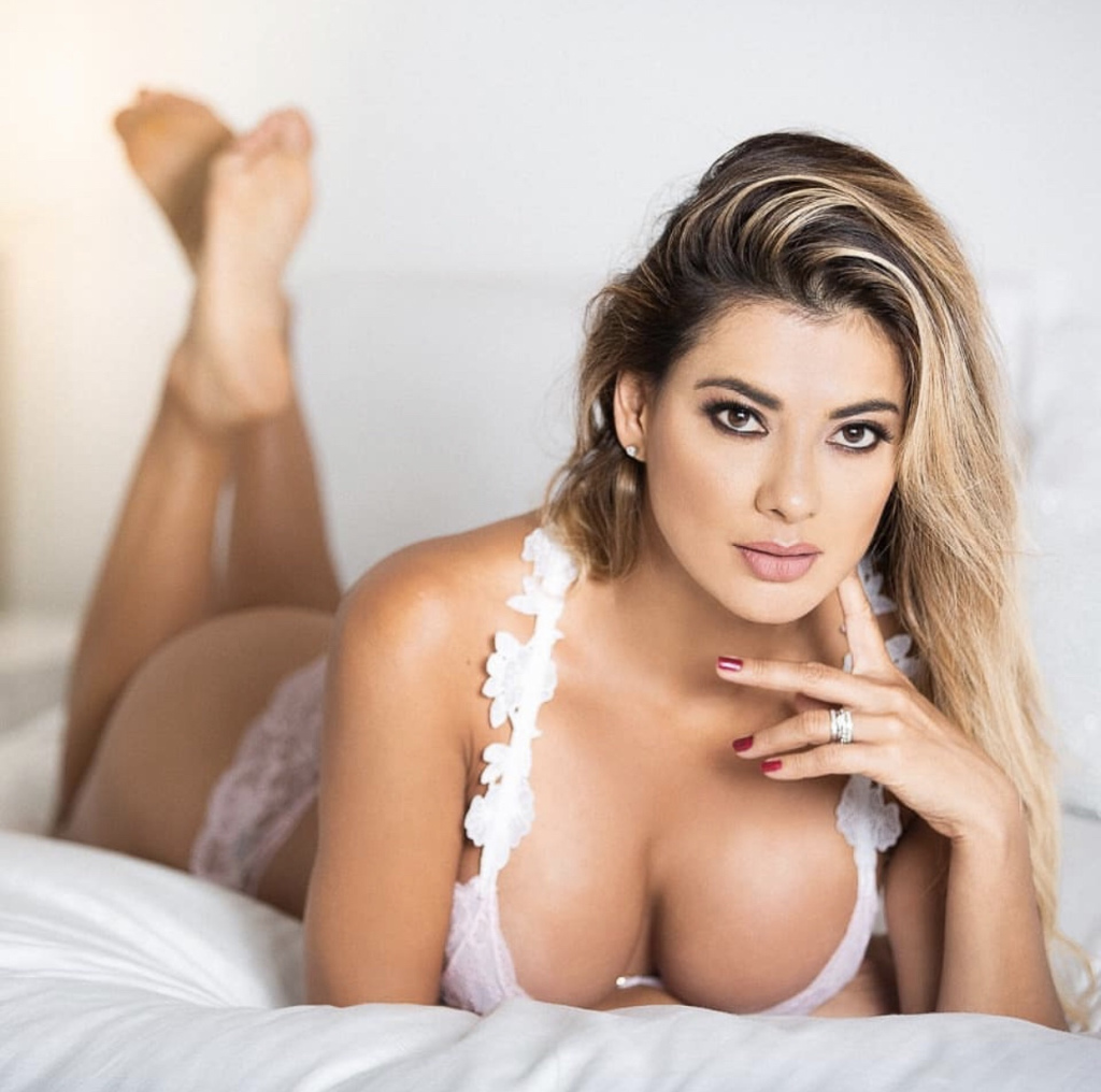Vivi Castrillon Hot Wallpapers - Vivi Castrillon Net Worth, Pics, Wallpapers, Career and Biography