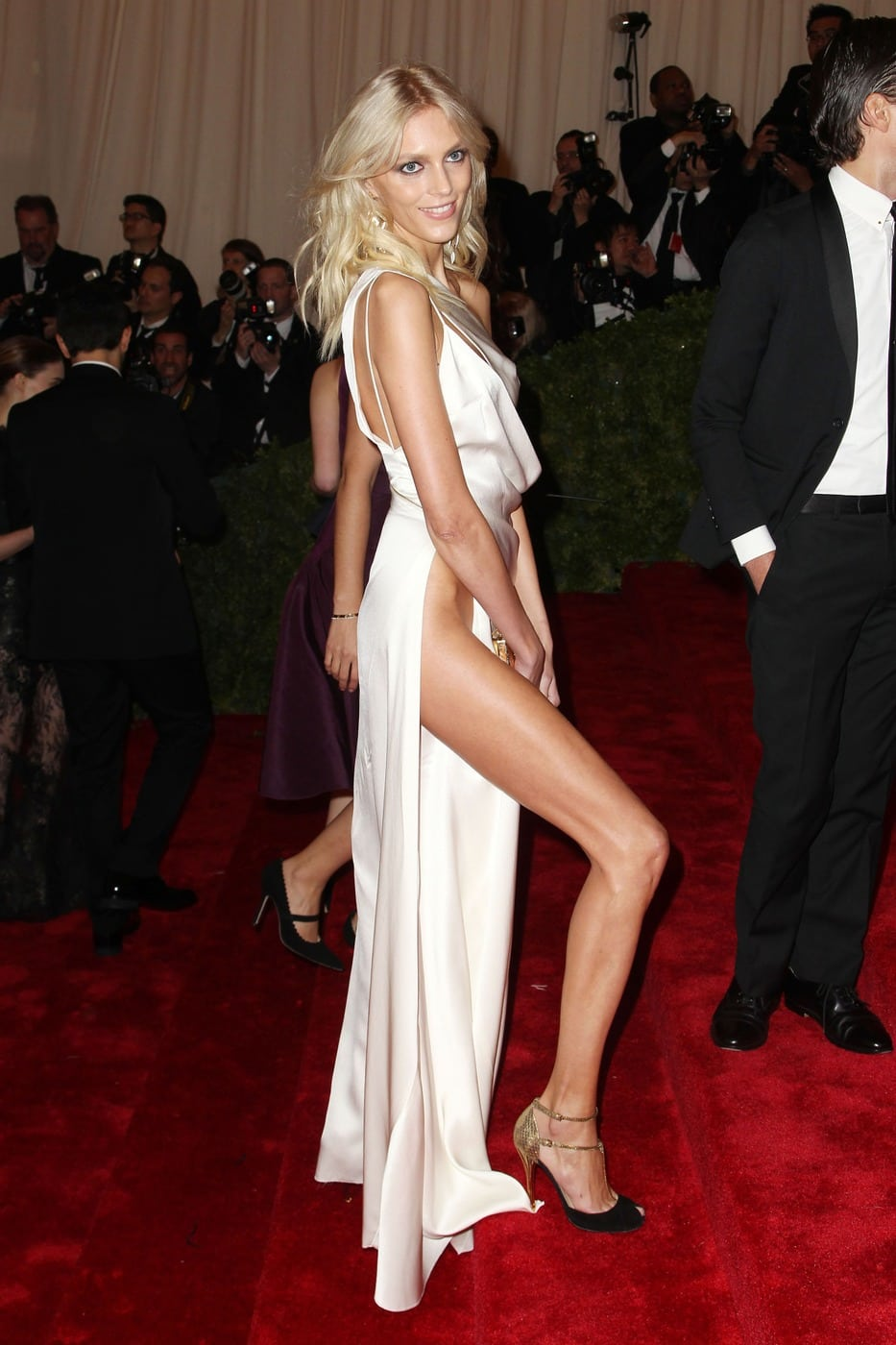 Anja Rubik Amazing Hot Legs On Red Carpet - Anja Rubik Amazing Hot Legs On Red Carpet