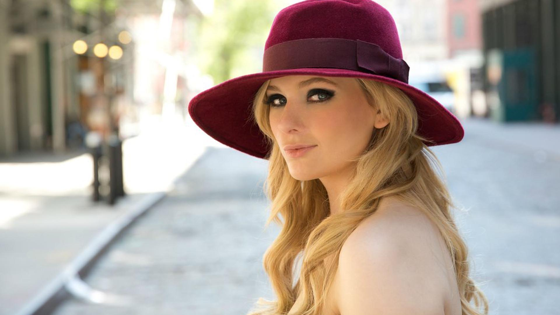 Abigail Breslin red hat - Abigail Breslin Movies, Age, Weight, Net Worth, Family and Wallpapers