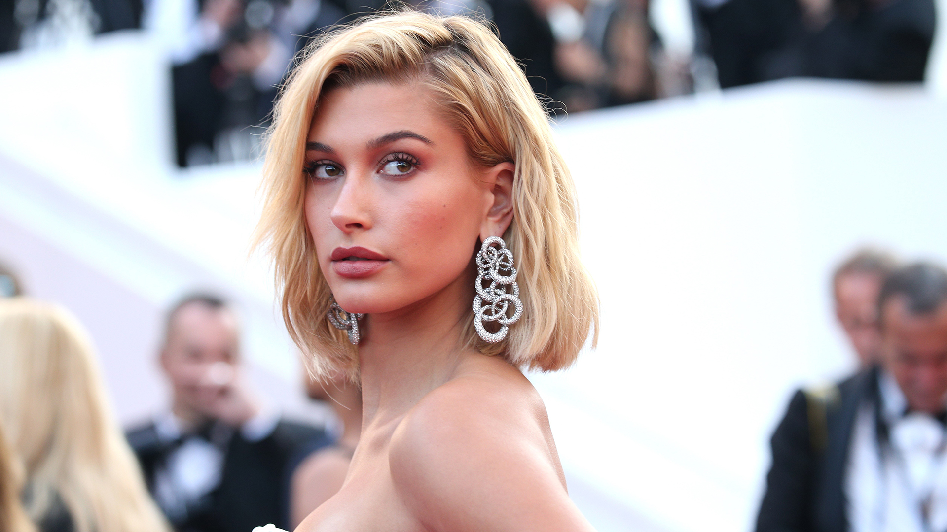 Hailey Baldwin Gala Photo - Hailey Baldwin Bieber Net Worth, Pics, Wallpapers, Career and Biography