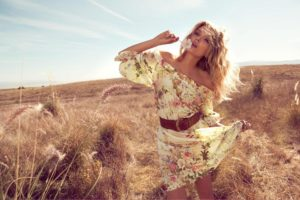 Lily Donaldson Outdoors Wallpaper