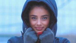 Taylor Hill Beautiful Eyes scaled