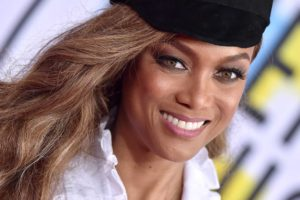 Tyra Banks Red Carper Pics scaled