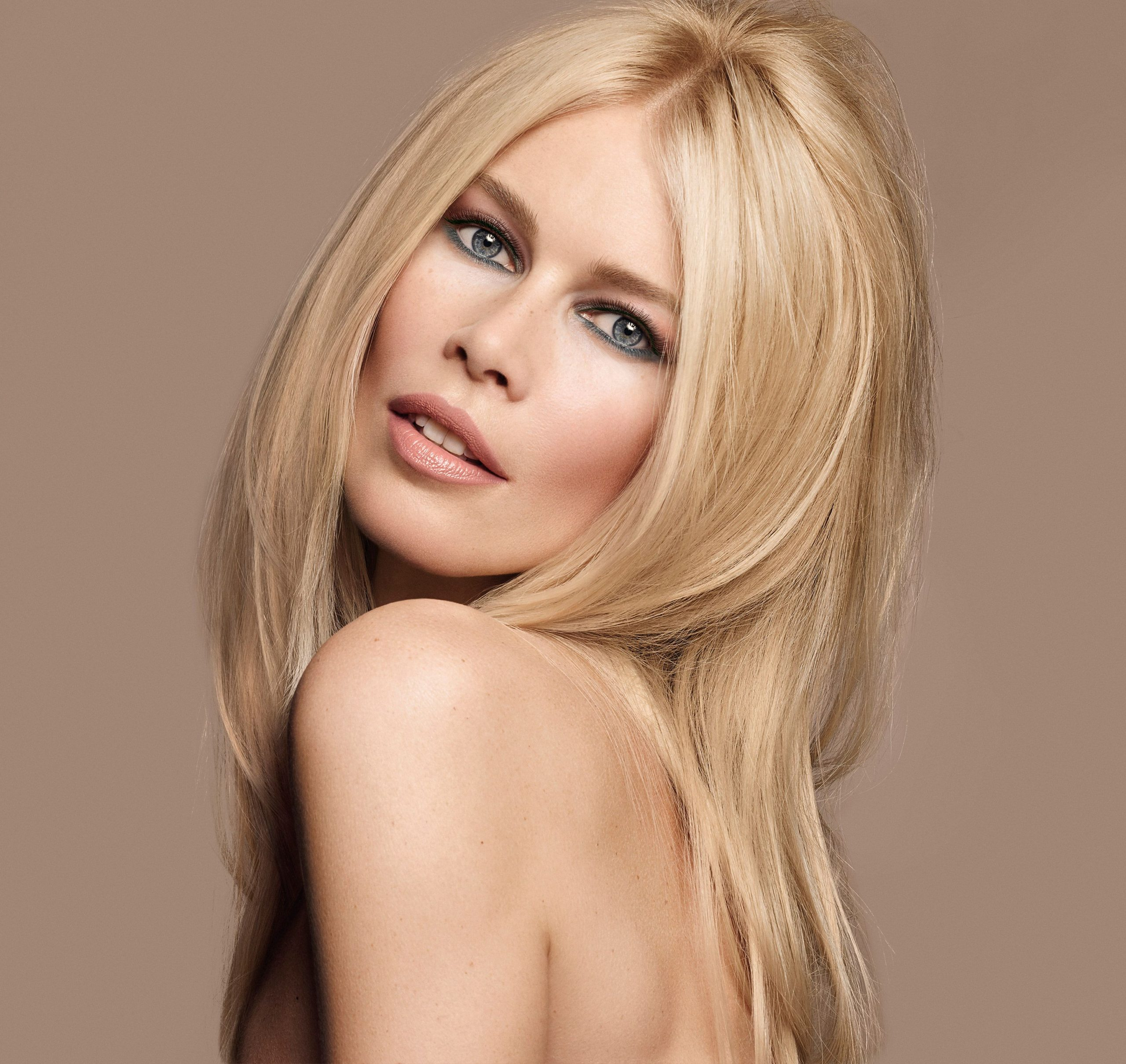 Perfect Beauty Claudia Schiffer scaled - Claudia Schiffer Net Worth, Pics, Wallpapers, Career and Biography