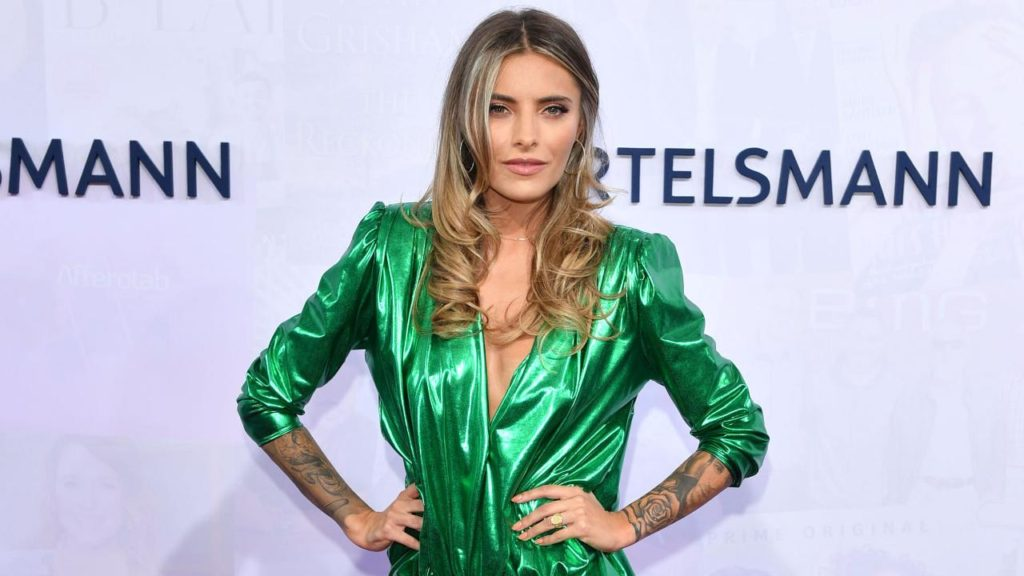 Sophia Thomalla Hot Green Dress 1024x576 - Sophia Thomalla Net Worth, Pics, Wallpapers, Career and Biograph