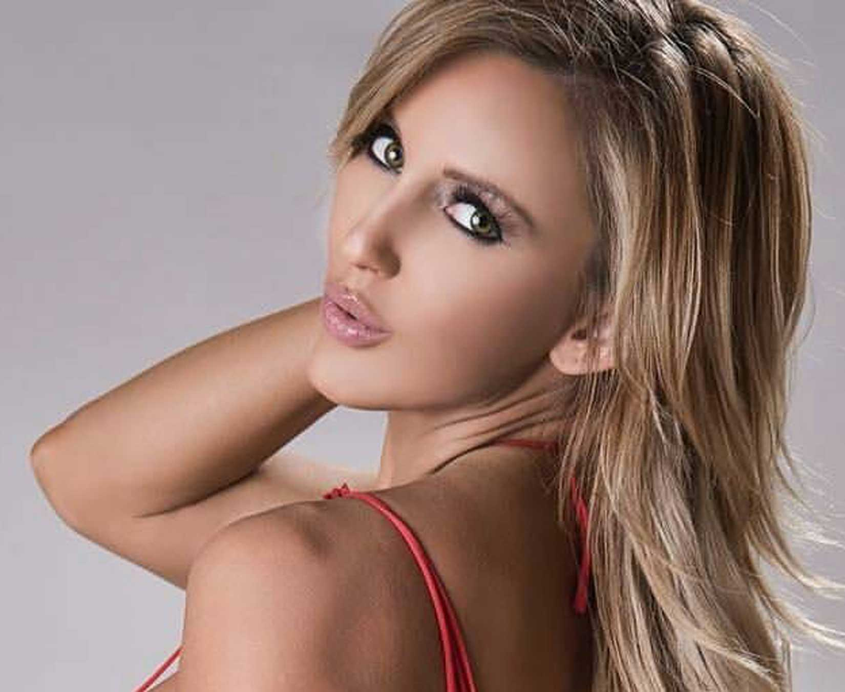 Amanda Paris Hot Look - Amanda Paris Net Worth, Pics, Wallpapers, Career and Biography